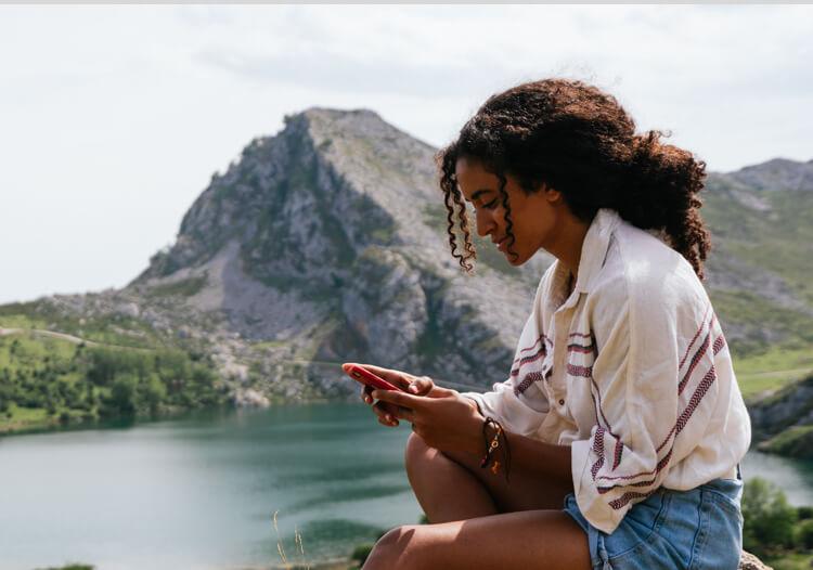 Traveler using eSIMple app